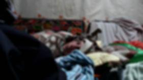 photographe francais french photographer travel traveler photography photographie voyage voyageur angle beauty composition perspective light colorful colourful couleurs scenic view people local portrait street locaux sleeping nap sieste siesta sleep woman girl french francaise sick headache altitude sickness camp de base everest tibet tibetan mal des montagnes himalaya good night bonne nuit