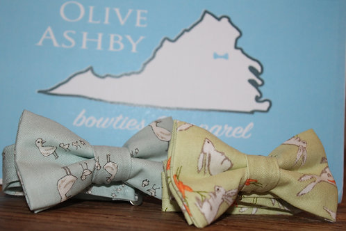 Boys and Men's self-tie bow tie Dewy Green with a carrot eating bunny