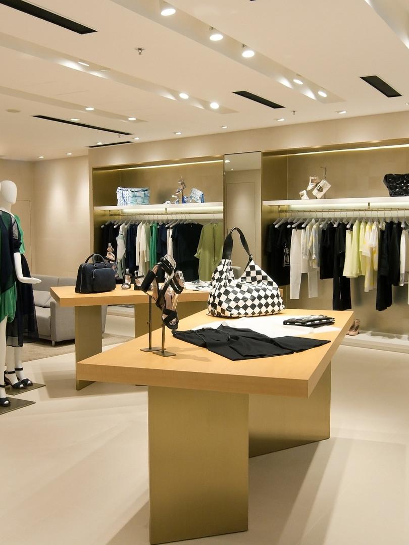 ANTEPRIMA Retail design - custom tables