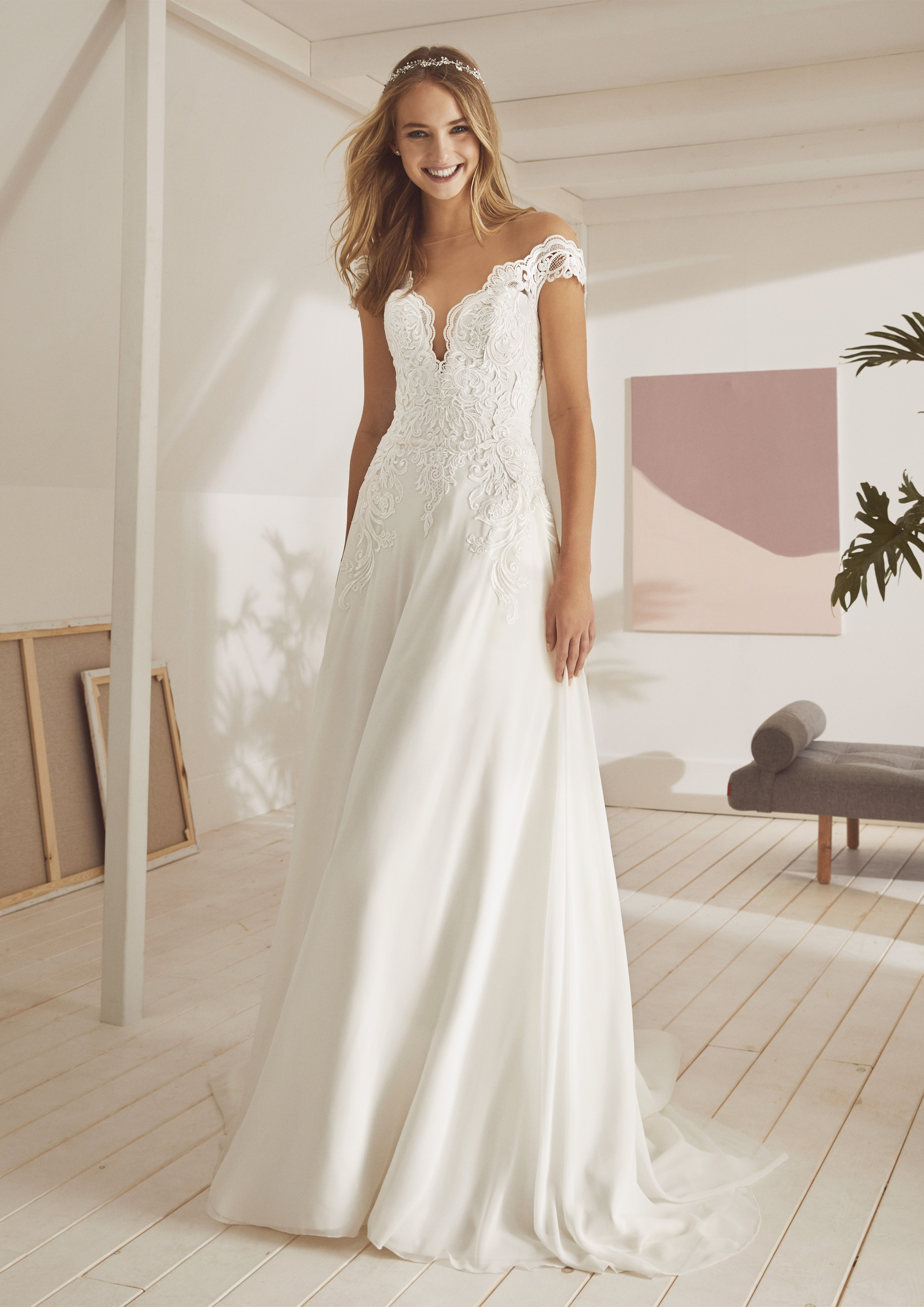 Pronovias White One Oslam £1,150