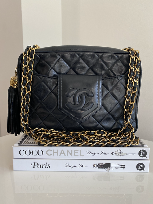 AUTHENTIC CHANEL VINTAGE QUILTED CAMERA BAG WITH GOLD HARDWARE
