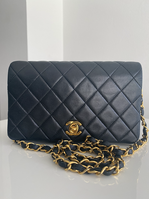 AUTHENTIC CHANEL VINTAGE QUILTED MINI SINGLE FLAP IN BLACK