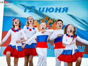 """Студия """"Артист"""" поздравила Курян с Днем России"""