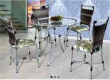 Conjunto de Mesa e Cadeiras Flora