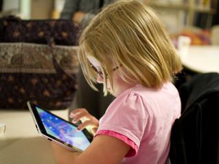 Un estudio confirma que usar el móvil por la noche afecta al sueño de los niños
