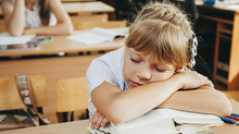 Cenar y descansar antes para no tener sueño en clase y rendir mejor