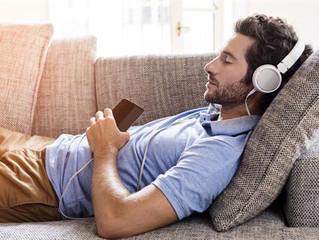 Escuchar música antes de dormir puede prevenir el insomnio