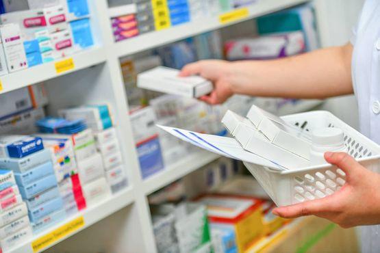 Recetas_Y_Productos_Farmaceuticos_En_La_Farmacia_Zulyer_Pharmacy.jpg.jpg