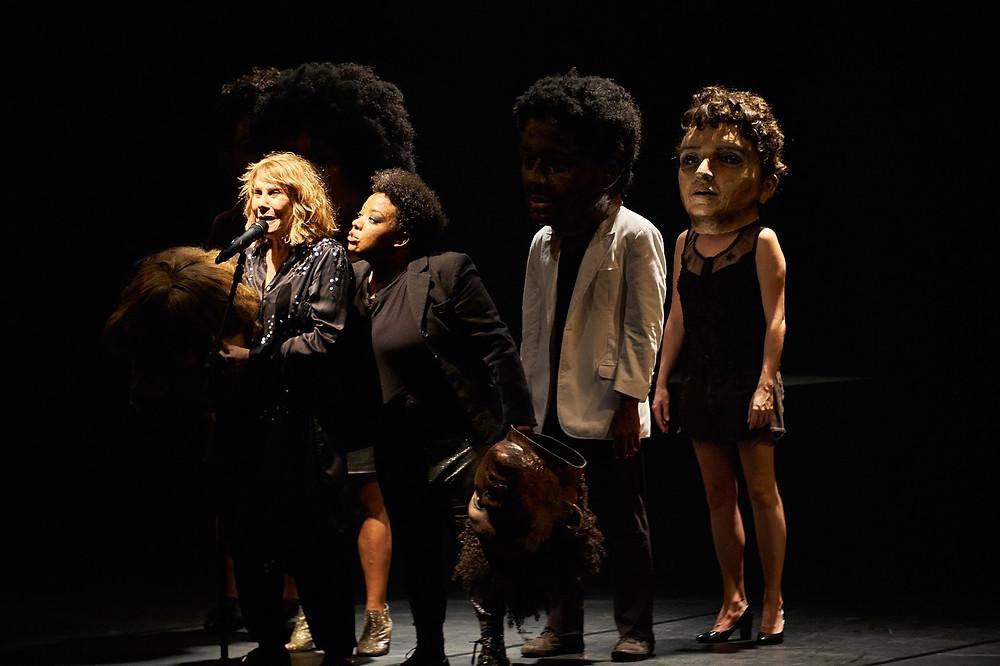 Cena do espetáculo de abertura do Festival Toni Cunha, Preto, da Cia Brasileira de Teatro. Foto: Leonam Nagel