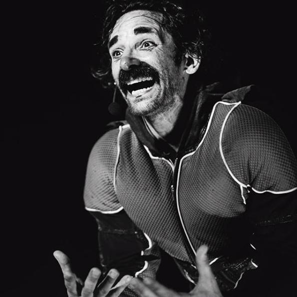 O ator Rodrigo Bruggemann, como Palhaço Piruá. Foto: Luana Tayse