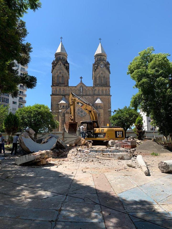 Monumento a Getúlio Vargas destruído pela prefeitura municipal de Lages. Foto: Jornal São Joaquim Online
