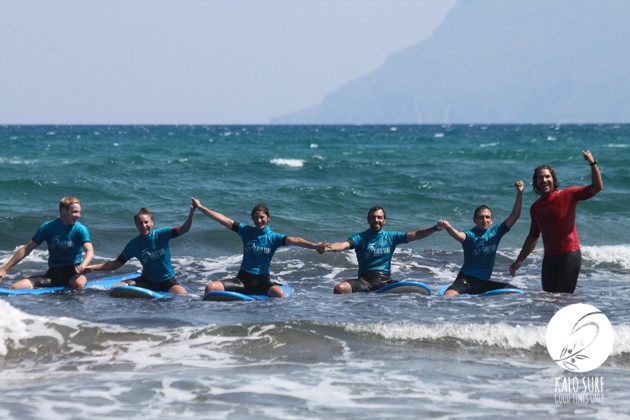 Group picture after surfing in Kissamos with Kalo Surf