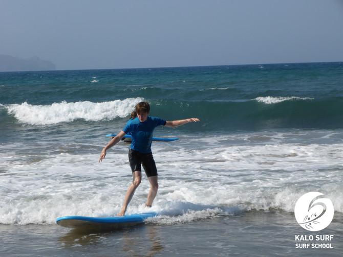 Wellenreiten im Sommer in Griechenland