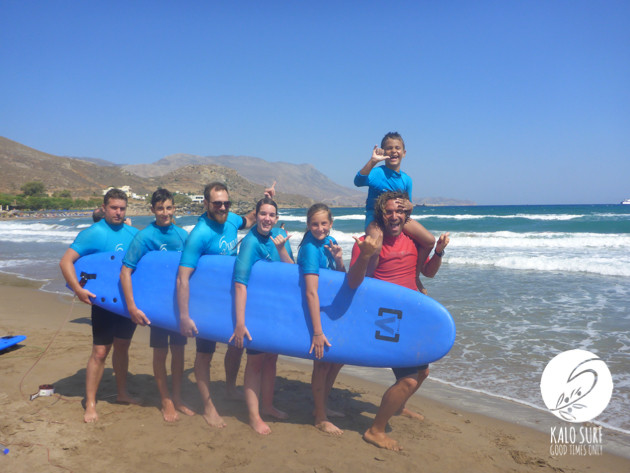group picture after the surf lesson
