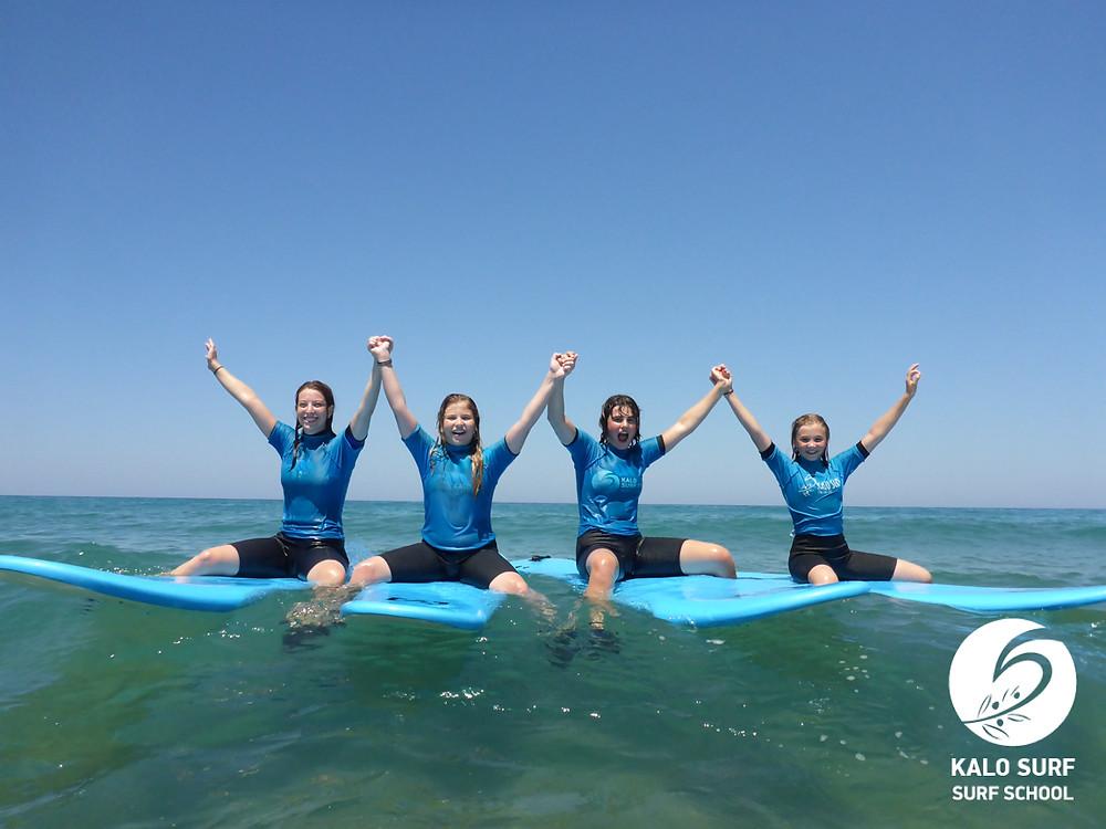 Gruppenfoto auf dem Surfbrett, Wellenreiten Kreta