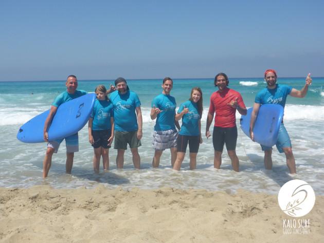 Gruppenfoto nach dem Surfen