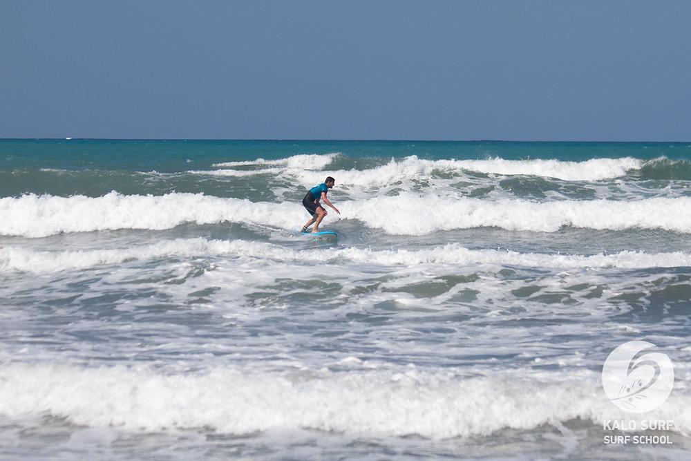 frontside turn, surf lesson Crete
