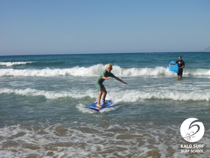 Wellenreiten für die ganze Familie in Griechenland