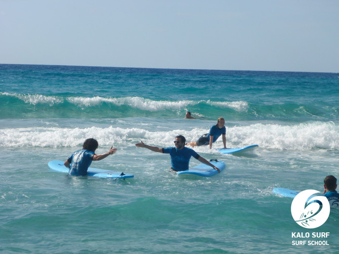 Grosse Geburtstags-Sause beim Wellenreiten auf Kreta