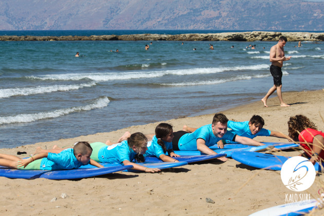 kids warm up before surfing in Kissamos