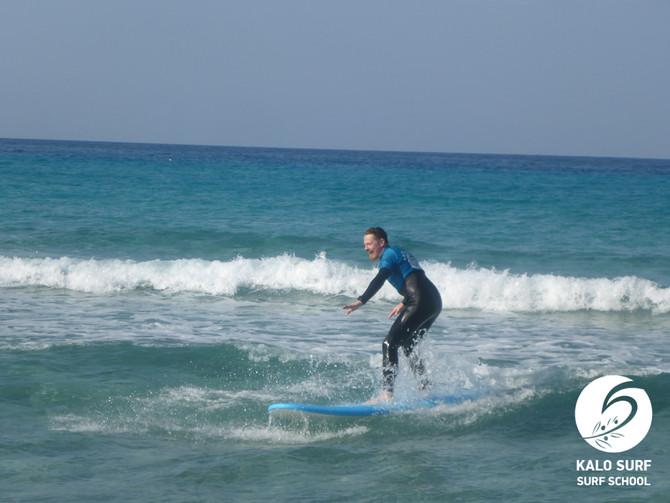 Hochzeitstag am leeren Surfspot