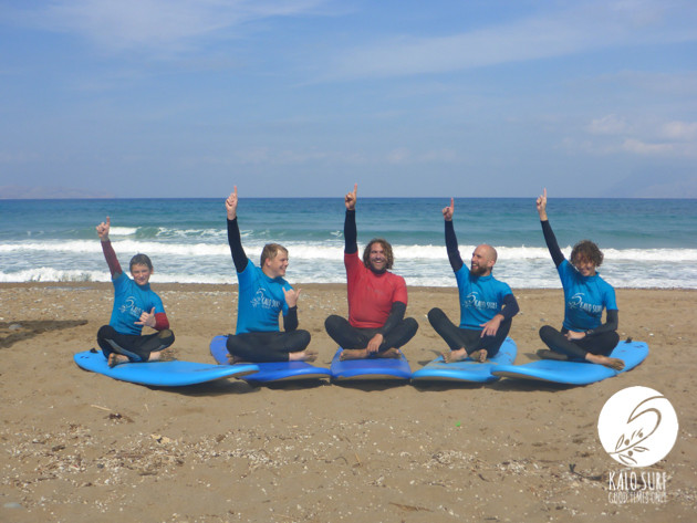 group foto of surf course, beach, waves, surfboards