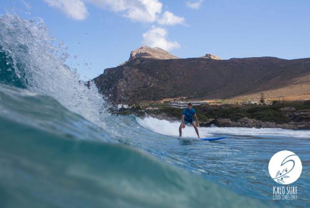 Wellenreiten am Strand von Falassarna