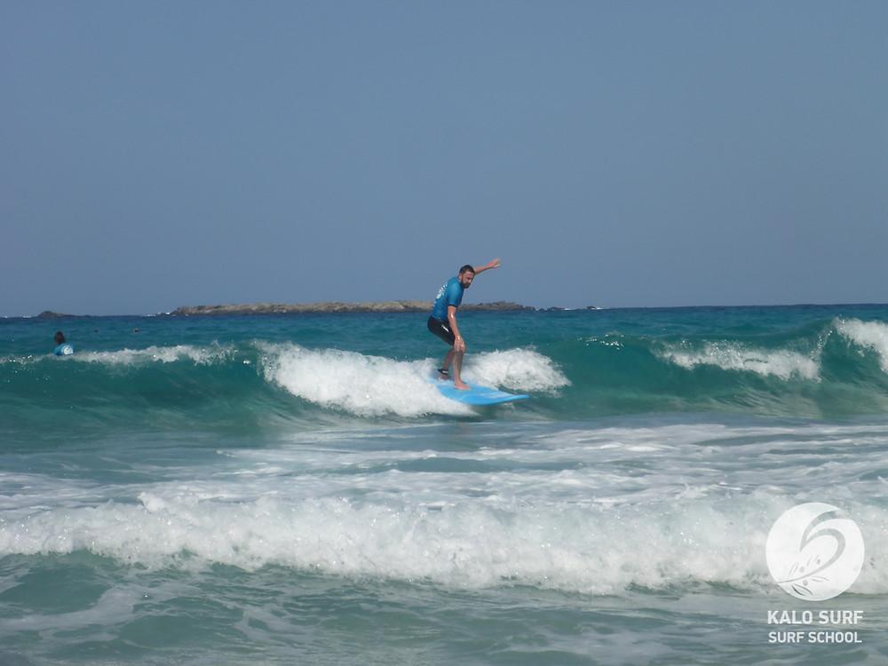 Take-off beim Surfkurs auf Kreta