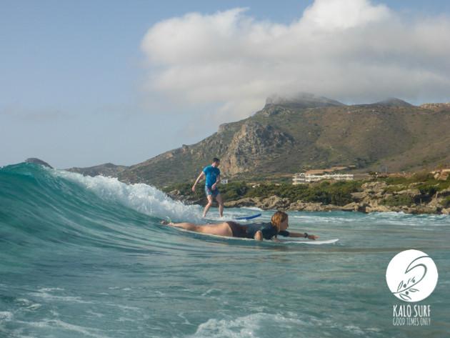 Zwei Surfer in Falassarna