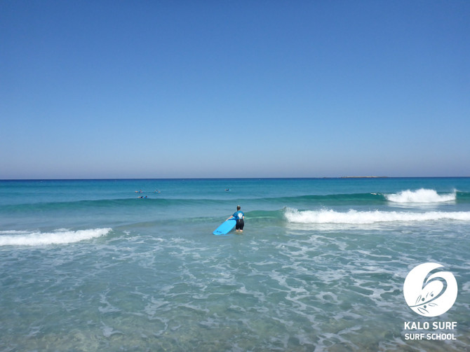 Surfing Falasarna - glassy waves and offshore wind