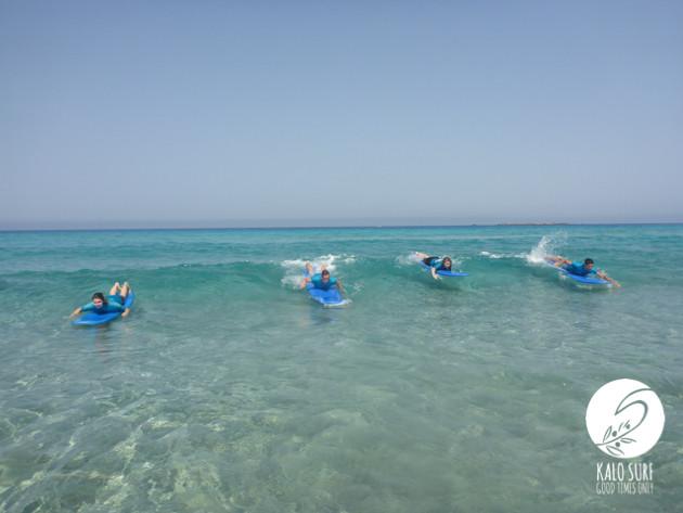 Wellenreiten auf Kreta im Juli