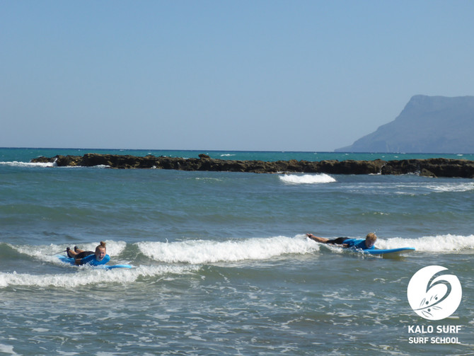 Paddling out to the Surfspot Kissamos