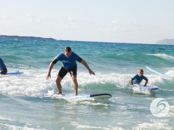 Wellenreiten Lernen im Surfkurs auf Kreta