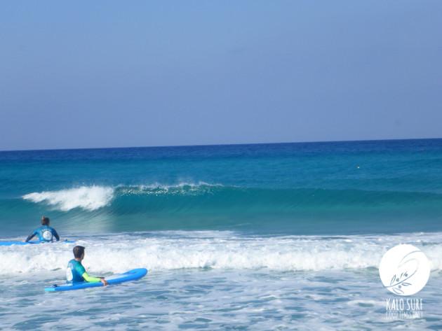Falassarna, glassy waves, surfers