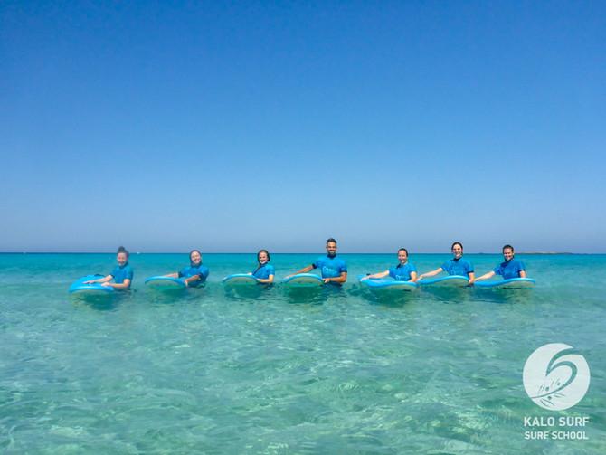 Sehr viel Spass beim morgendlichen Surfkurs auf Kreta