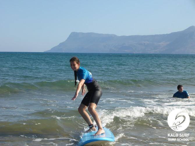 Feine Anfängerwellen zum Wellenreiten auf Kreta