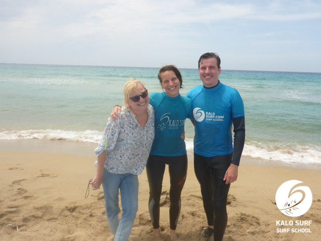 Gruppenbild zum Geburtstag beim Surfen