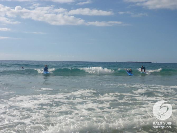 Wellenreiten mit Kindern in Falassarna auf Kreta