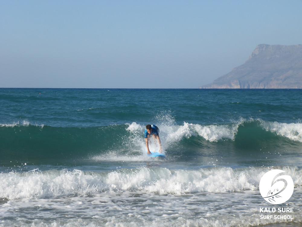 Take off, grüne Welle, Kissamos, Surfer, Surfbrett, Wellenreiten