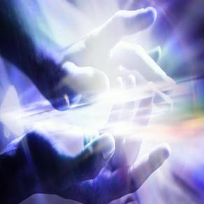 Energia liberada pelas mãos tem o poder de curar qualquer tipo de mal estar
