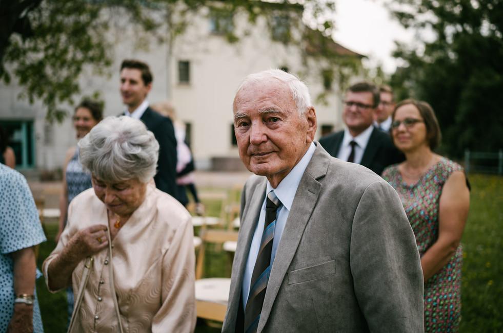 Hochzeitsfotograf_Zwenkau-Standesamt26.jpg