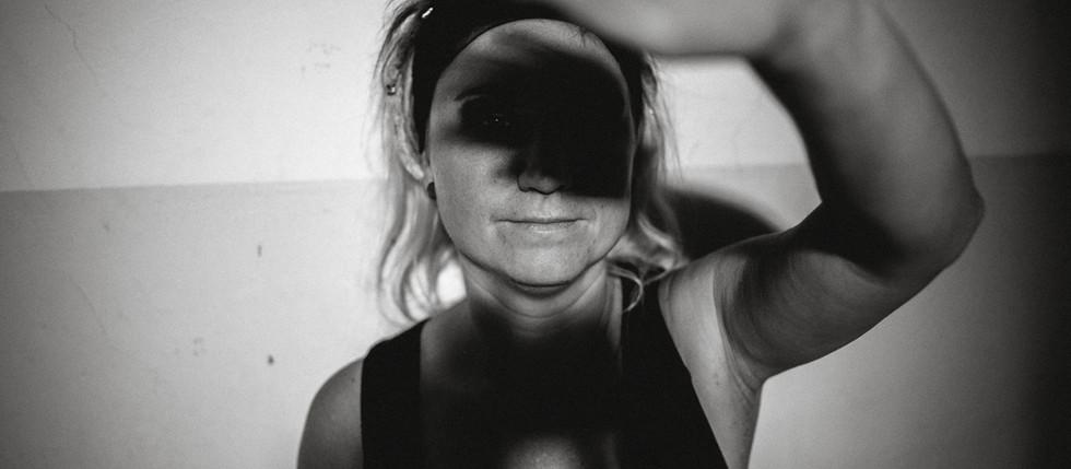 """Coverfotos für das Album """"Elfenbein"""" von Mee Bodyless"""