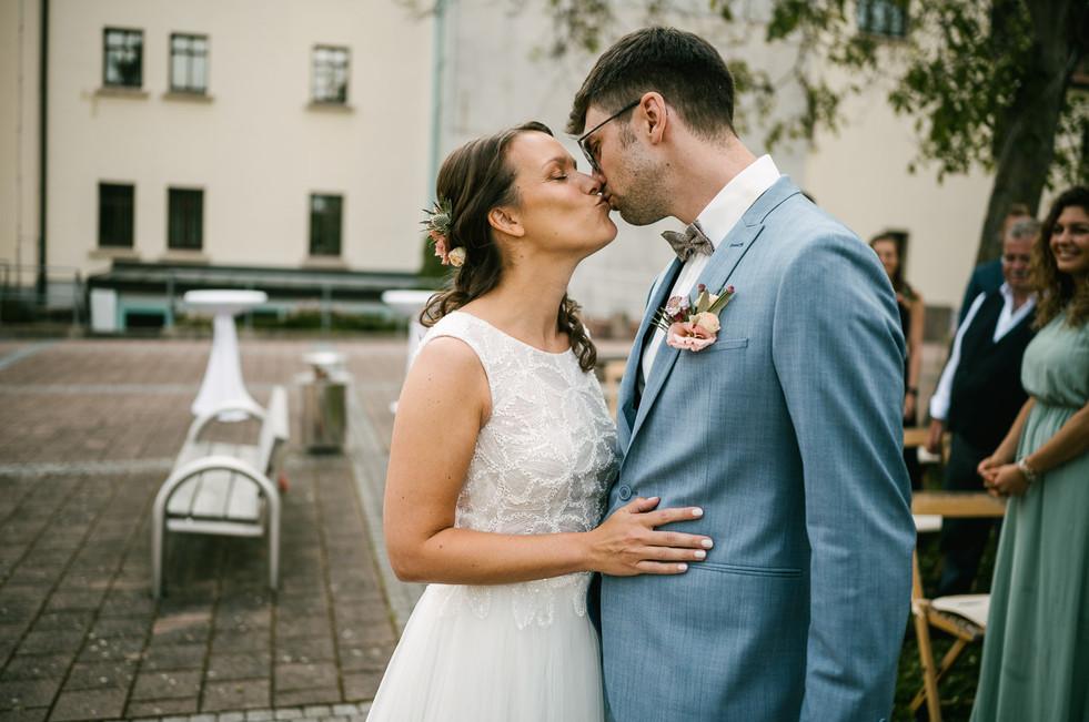 Hochzeitsfotograf_Zwenkau-Standesamt23.jpg