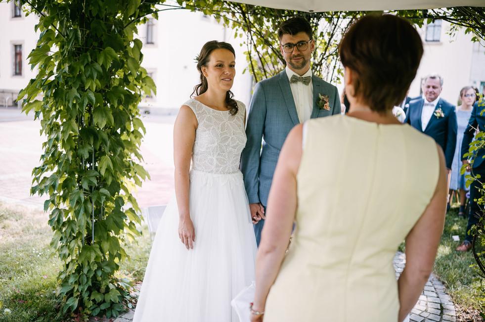 Hochzeitsfotograf_Zwenkau-Standesamt37.jpg