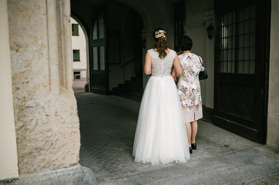 Hochzeitsfotograf_Zwenkau-Standesamt18.jpg