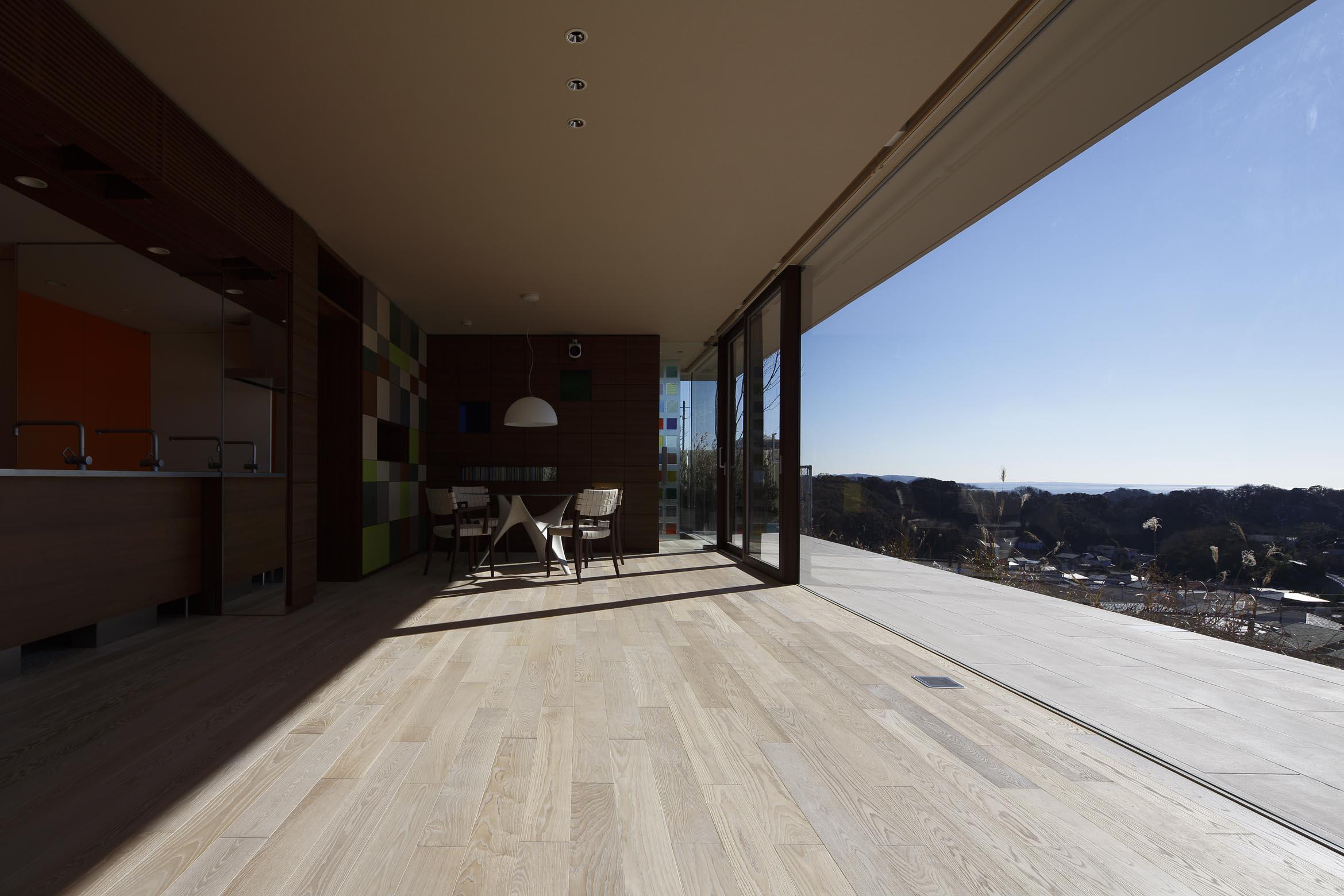 リビングよりエントランス方向/CASA BARCA/豪邸 高級別荘建築