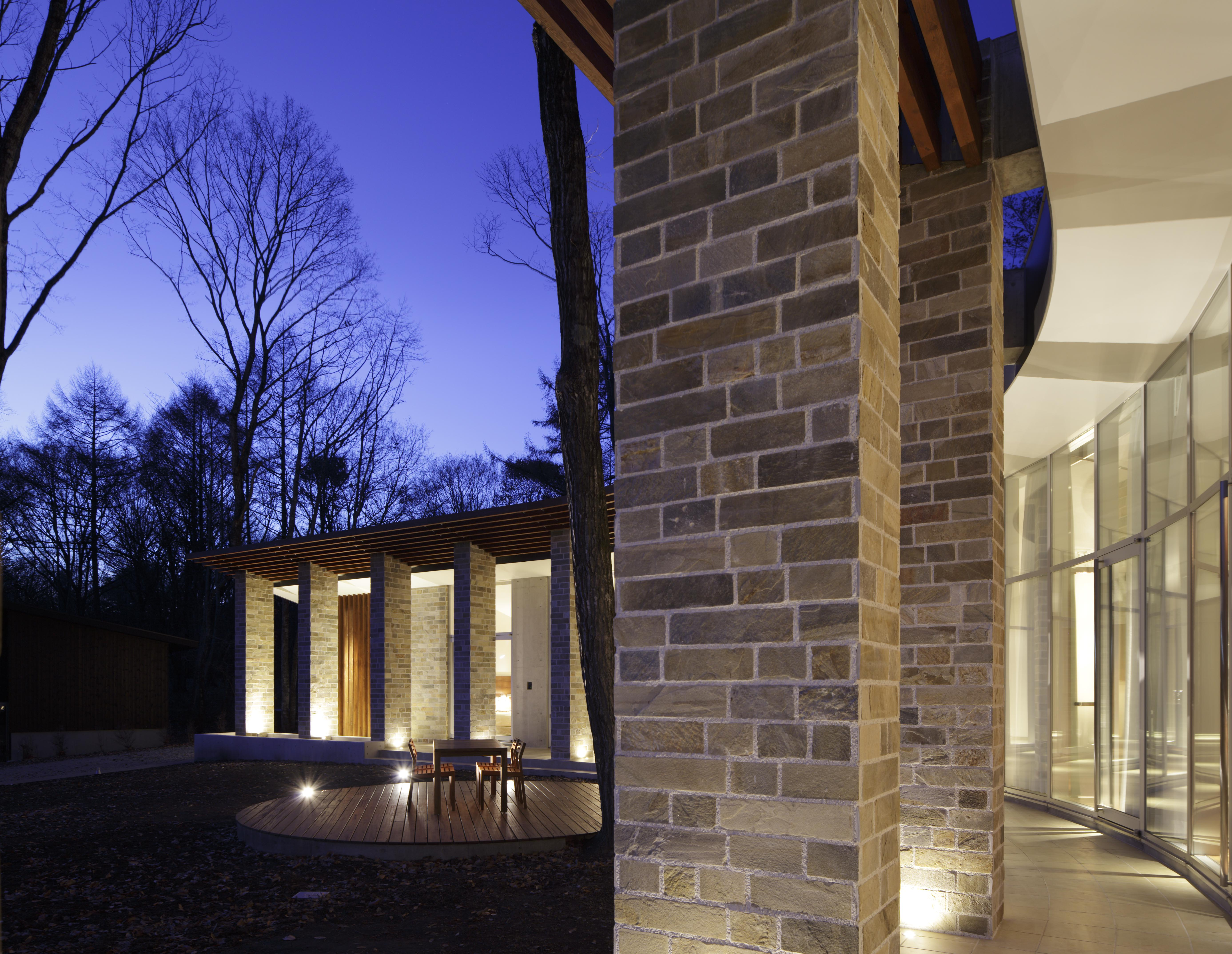 軽井沢の別荘建築 | 弧線上のVILLA