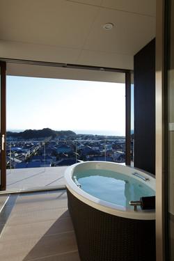 フルオープンされた浴室/CASA BARCA/豪邸 高級別荘建築