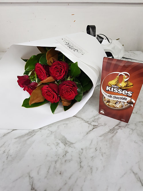 6 Red Roses & Kisses