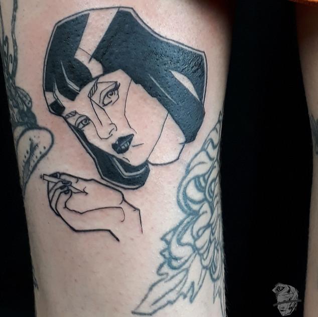 Mia Wallace Pulp Fiction _ lady tattooer